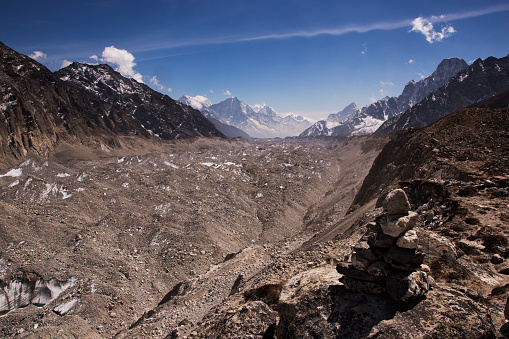 Khumbu「The view to the south across the Ngozumpa Glacier from Scoundrels Viewpoint, Everest Base Camp via Gokyo Trek, Nepal」:スマホ壁紙(10)
