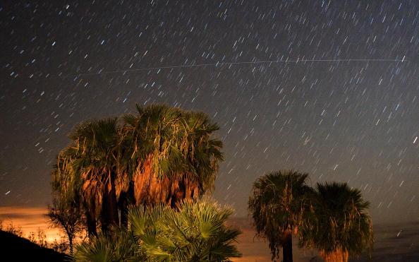 Meteor Shower「The Annual Perseid Meteor Shower Offers Celestial Show In Night Sky」:写真・画像(18)[壁紙.com]
