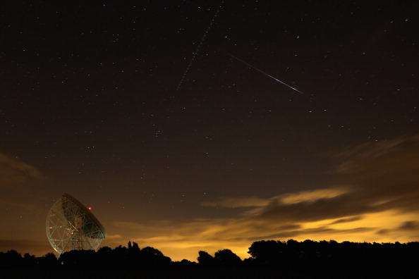 star sky「Meteor Shower Over The United Kingdom」:写真・画像(0)[壁紙.com]