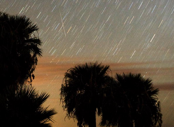 Meteor Shower「The Annual Perseid Meteor Shower Offers Celestial Show In Night Sky」:写真・画像(6)[壁紙.com]