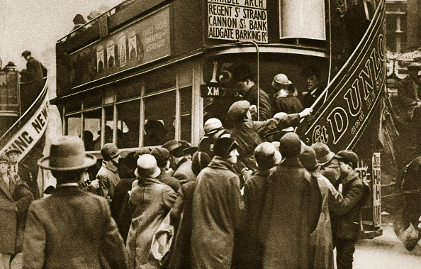 Bus「Londoners Rushing For A Bus On Ludgate Hill circa 1920s(?)」:写真・画像(14)[壁紙.com]
