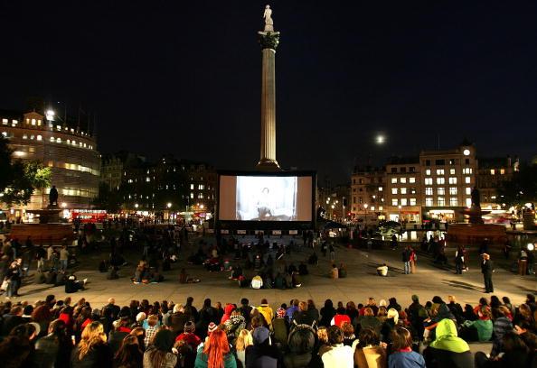Device Screen「BFI 51st London Film Festival: Trafalgar Square Hitchcock Screening」:写真・画像(19)[壁紙.com]
