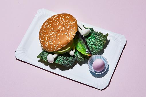 不健康な食事「Hamburger with toy fish on paper plate」:スマホ壁紙(16)