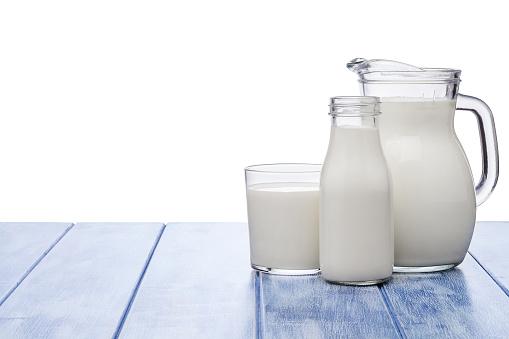 Defocused「Milk jar, milk bottle and milk glass shot on blue striped table against blue striped table」:スマホ壁紙(18)