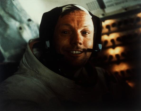 Lunar Module「Commander Neil Armstrong In The Lunar Module On The Moon」:写真・画像(10)[壁紙.com]