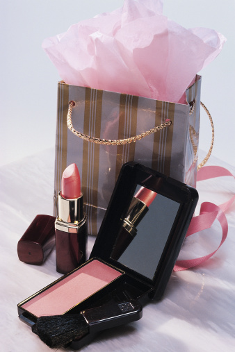 Gift「Gift bag with cosmetics」:スマホ壁紙(18)