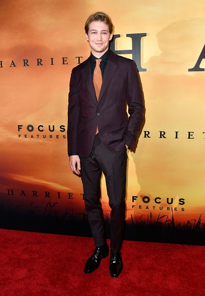 "Purple Blazer「Premiere Of Focus Features' ""Harriet"" - Arrivals」:写真・画像(15)[壁紙.com]"