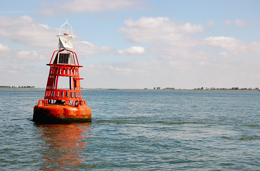Beacon「Orange buoy in the Eastern Scheldt,Zeeland,the Netherlands」:スマホ壁紙(5)