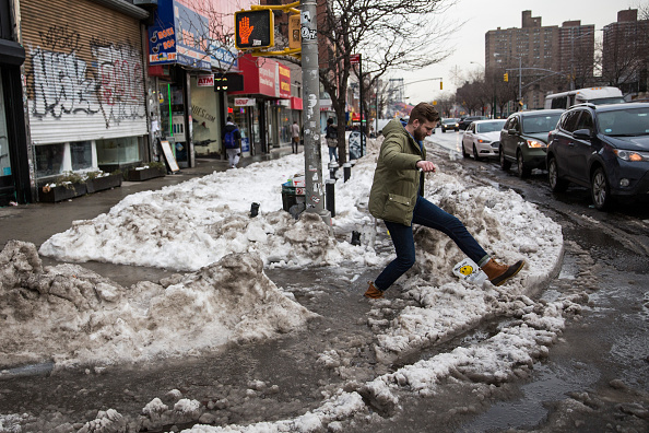 2016 Winter Storm Jonas「Melting Snow From The Blizzard Creates Soggy Commute For New Yorkers」:写真・画像(6)[壁紙.com]