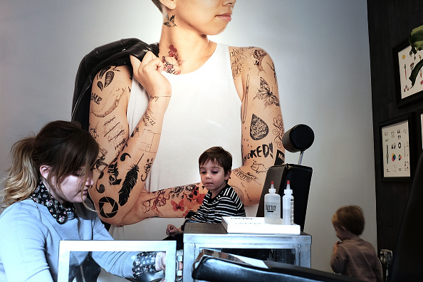 Hipster - Person「Temporary Tattoo Parlor Caters To Kids」:写真・画像(18)[壁紙.com]