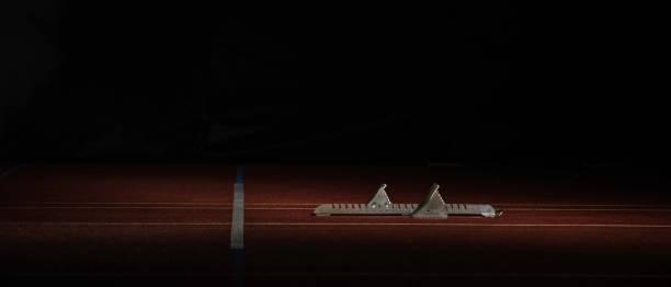 Track starting blocks on running track:スマホ壁紙(壁紙.com)