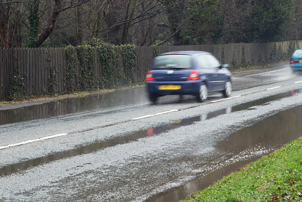 Rear View「Wet weather driving conditions, Suffolk, UK」:写真・画像(4)[壁紙.com]