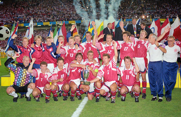 Winning「Denmark celebrate winning the 1992 European Championship Final」:写真・画像(5)[壁紙.com]