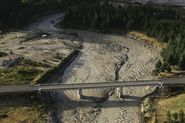 Wanganui - New Zealand「Mudflow From Mt. Ruapehu Crater Makes It To Sea」:写真・画像(12)[壁紙.com]