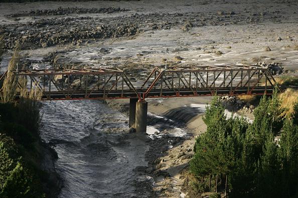 Wanganui - New Zealand「Mudflow From Mt. Ruapehu Crater Makes It To Sea」:写真・画像(9)[壁紙.com]