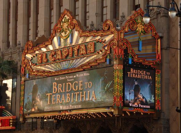 Disney「Premiere Of Walt Disney's Bridge To Terabithia - Arrivals」:写真・画像(16)[壁紙.com]