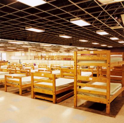 Homelessness「Beds in Homeless Shelter」:スマホ壁紙(15)