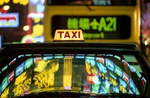 イエローキャブ「China, Hong Kong, neon signs reflected in taxi at night」:スマホ壁紙(19)