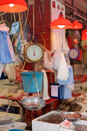 Market Stall「China, Hong Kong, Close-up of weight scale on market」:スマホ壁紙(0)