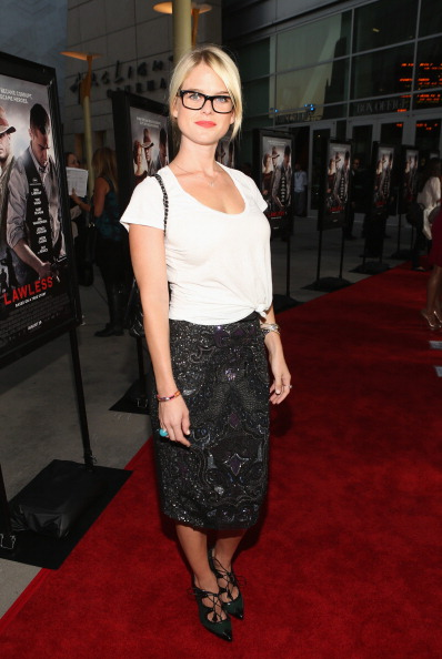 "Scooped Neck「Premiere Of The Weinstein Company's ""Lawless"" - Red Carpet」:写真・画像(6)[壁紙.com]"