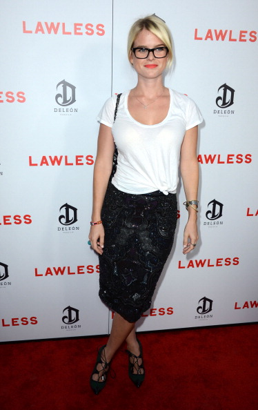 """Form Fitted「Premiere Of The Weinstein Company's """"Lawless"""" - Arrivals」:写真・画像(0)[壁紙.com]"""