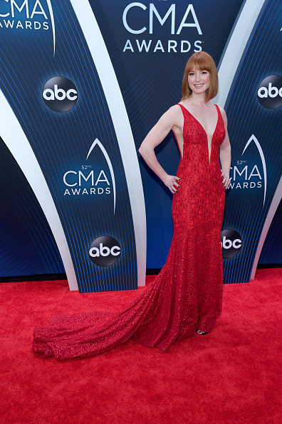 Alicia Witt「The 52nd Annual CMA Awards - Arrivals」:写真・画像(0)[壁紙.com]