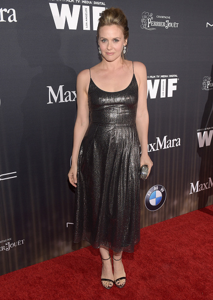 アリシア・シルヴァーストーン「Ninth Annual Women In Film Pre-Oscar Cocktail Party Presented By Max Mara, BMW, M-A-C Cosmetics And Perrier-Jouet - Red Carpet」:写真・画像(19)[壁紙.com]