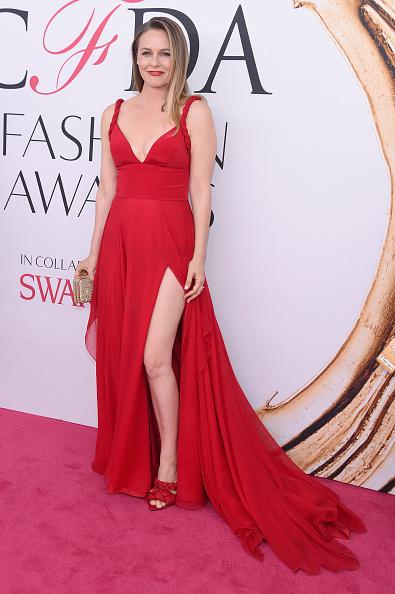 Alicia Silverstone「2016 CFDA Fashion Awards - Arrivals」:写真・画像(4)[壁紙.com]