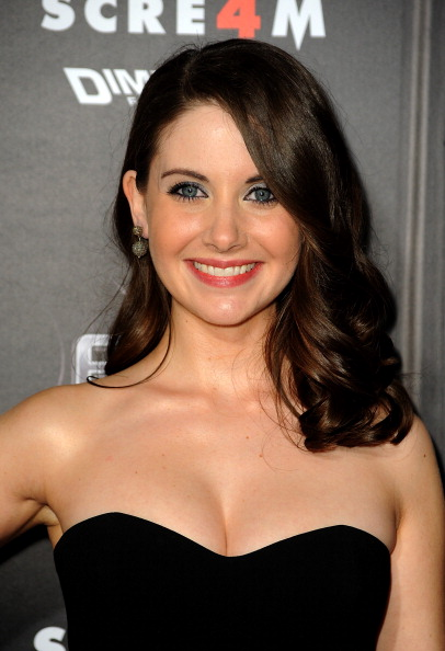 "Alison Brie「Premiere Of The Weinstein Company's ""Scream 4"" Presented By AXE Shower - Arrivals」:写真・画像(17)[壁紙.com]"