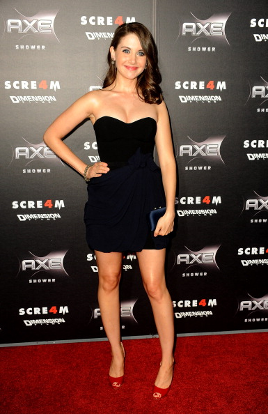 "Alison Brie「Premiere Of The Weinstein Company's ""Scream 4"" Presented By AXE Shower - Arrivals」:写真・画像(16)[壁紙.com]"
