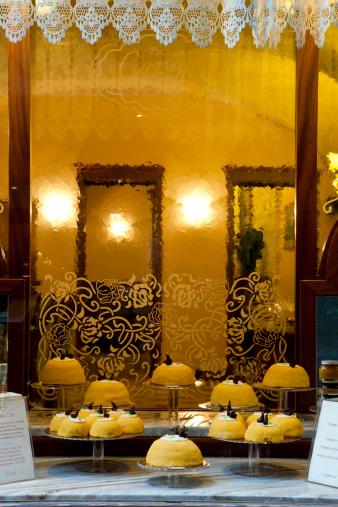 Bergamo「Window, Confectioner 's Shop, Polenta and Osei, Typical Sweet of Bergamo, Lombardy, Italy」:スマホ壁紙(3)