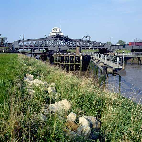 Giles「Swing bridge, Norfolk, United Kingdom」:写真・画像(1)[壁紙.com]