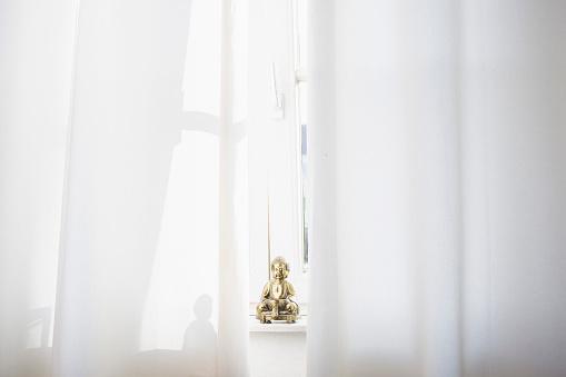 Buddha statue「Little Buddha statue on a window sill」:スマホ壁紙(13)