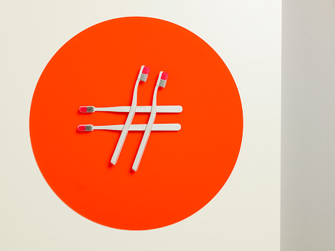 サイバー「Toothbrushes making a hashtag on an orange circle」:スマホ壁紙(11)