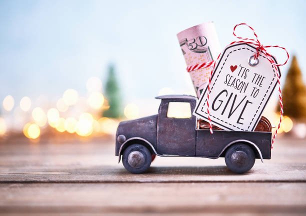 Season to Give. Truck carrying roll of dollars with holiday background:スマホ壁紙(壁紙.com)