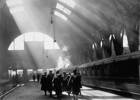 Railroad Station「Sunlit Station」:写真・画像(9)[壁紙.com]