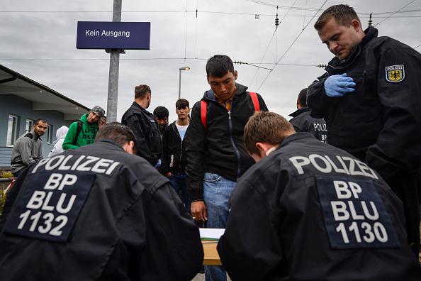Philipp Guelland「Germany Reinstates Border Controls To Stem Migrant Influx」:写真・画像(0)[壁紙.com]