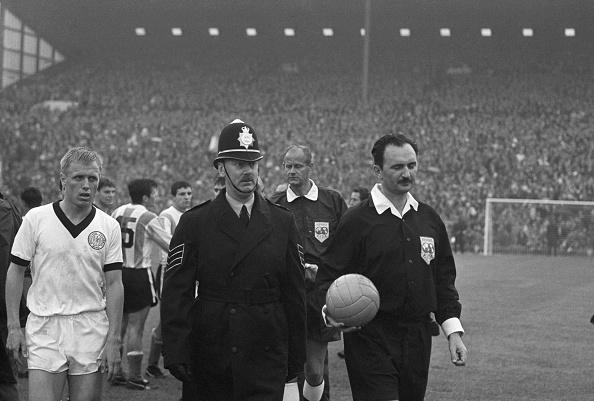Sports Official「Referee Escort」:写真・画像(3)[壁紙.com]