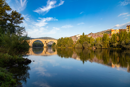 Camino De Santiago「Roman bridge over the Miño river and city scape in the background, Ourense, Galicia, Spain」:スマホ壁紙(8)