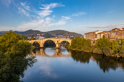 Camino De Santiago「Roman bridge over the Miño river and city scape in the background, Ourense, Galicia, Spain」:スマホ壁紙(6)