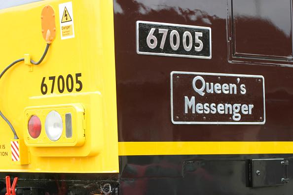 Nameplate「Name and number plate of royal locomotive Queens Messenger」:写真・画像(3)[壁紙.com]
