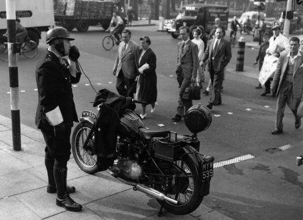 Land Vehicle「Police Motorcyclist」:写真・画像(6)[壁紙.com]