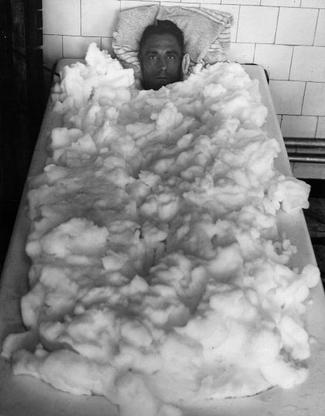 Fred Morley「Wilf In The Bath」:写真・画像(2)[壁紙.com]