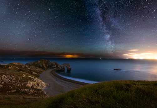 Starry sky「Durdle Door at Night」:スマホ壁紙(19)
