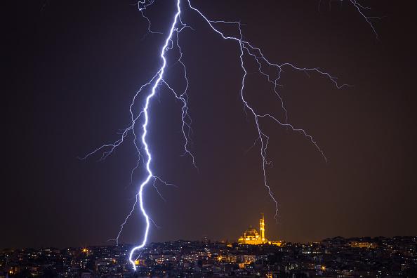 Thunderstorm「Dramatic Weather Over Istanbul」:写真・画像(6)[壁紙.com]