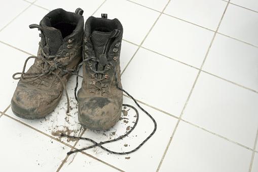 Unhygienic「Muddy hiking boots leaving dirt on clean white tiles」:スマホ壁紙(11)