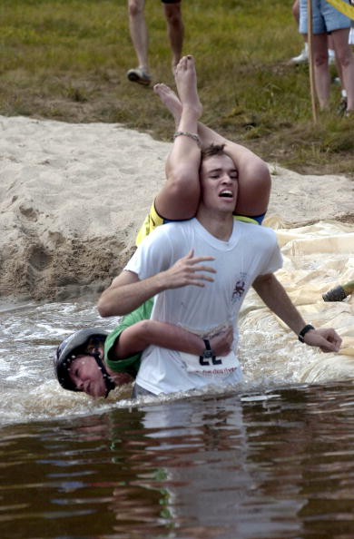 Competition「Wife Carrying Contest」:写真・画像(19)[壁紙.com]