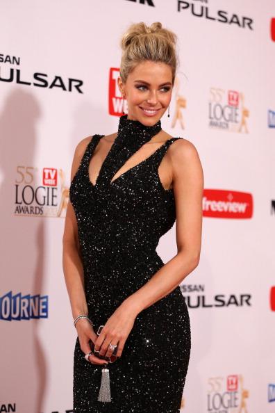 Louis Vuitton Purse「2013 Logie Awards - Arrivals」:写真・画像(11)[壁紙.com]