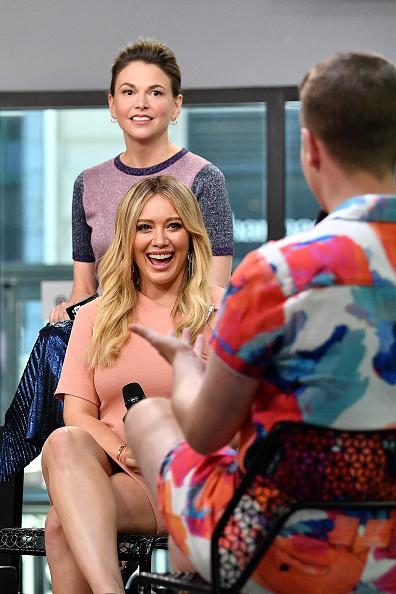 ヒラリー・ダフ「Build Presents Sutton Foster, Hilary Duff, Debi Mazar, Miriam Shor, Molly Bernard, Nico Tortorella & Peter Hermann Discussing 'Younger'」:写真・画像(10)[壁紙.com]