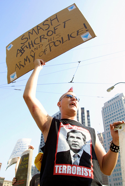 Bill Pugliano「Protesters Demonstrate As John Ashcroft Defends Patriot Act」:写真・画像(1)[壁紙.com]